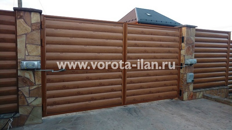 Таболово, распашные ворота (вид снаружи)