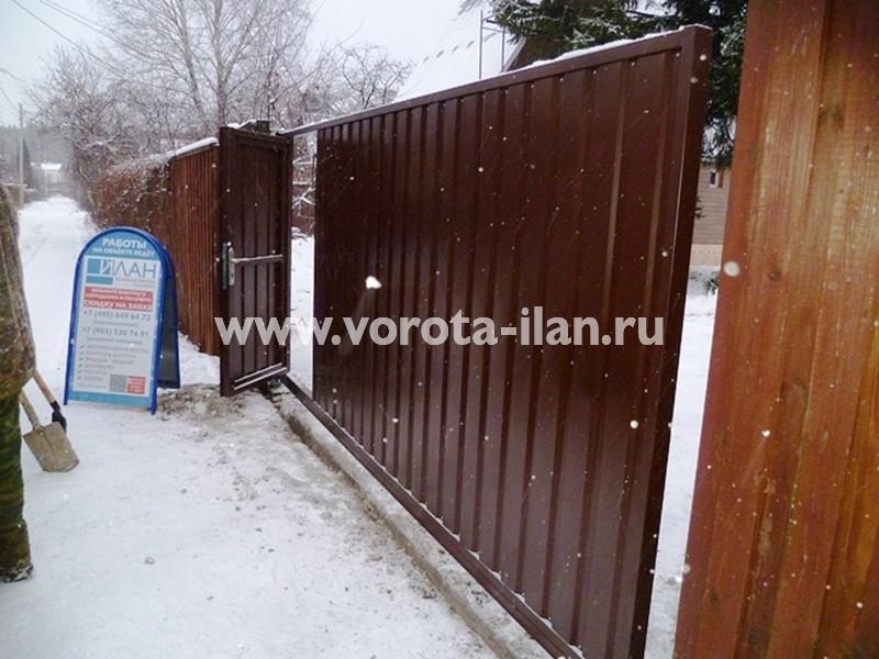 Южное Бутово_ СНТ Ленинское Знамя_ворота откатные с калиткой_в процессе работы