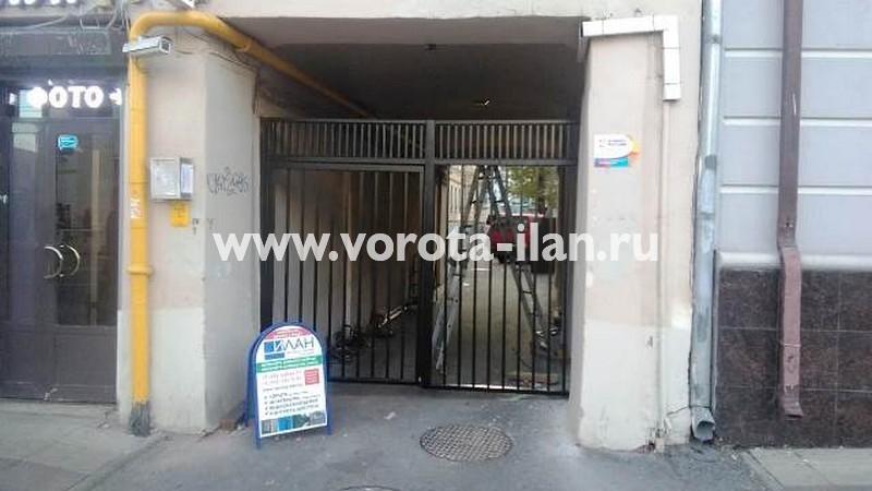 Москва_улица Новослободская д 5_ворота распашные со встроенной калиткой_1