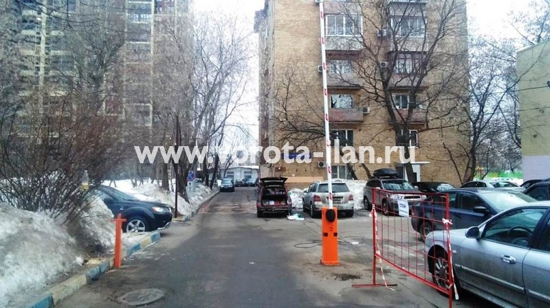 Москва_Чонгарский бульвар 26_шлагбаум CAME gard3750_электрический замок_видеокамера_3