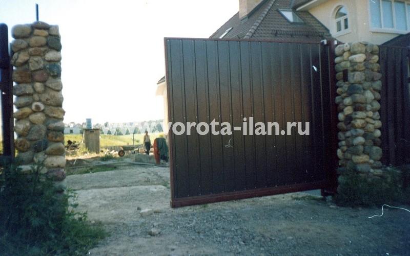 Ворота откатные_декоративные кирпичные столбы_фото 1