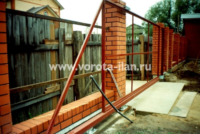 Ворота откатные на кирпичных столбах_фото 2