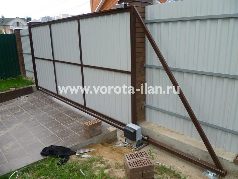 ворота откатные_темный кирпичный забор_фото 11