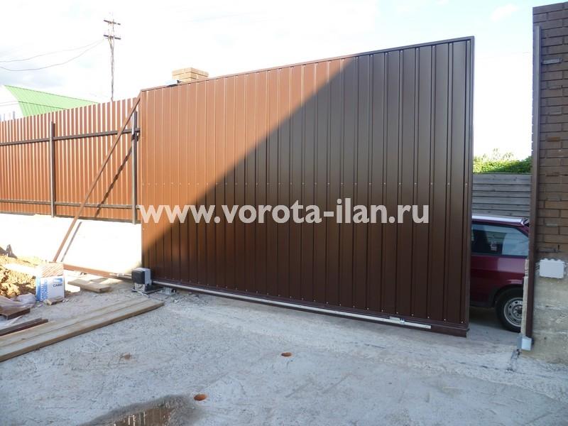 ворота откатные_темный кирпичный забор_фото 5