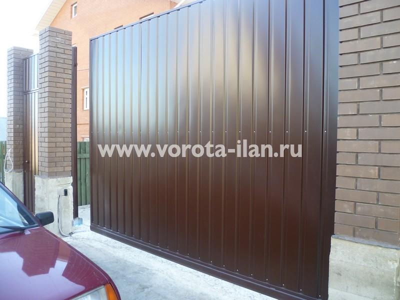 ворота откатные_темный кирпичный забор_фото 1