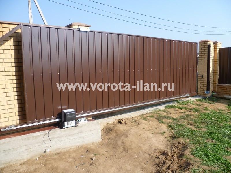 Ворота откатные_светлый кирпичный забор_фото 5