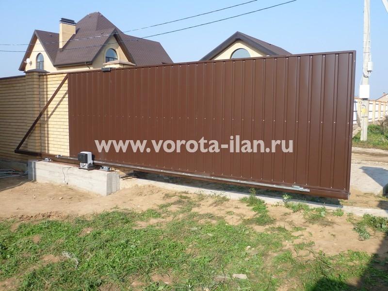 Ворота откатные_светлый кирпичный забор_фото 4