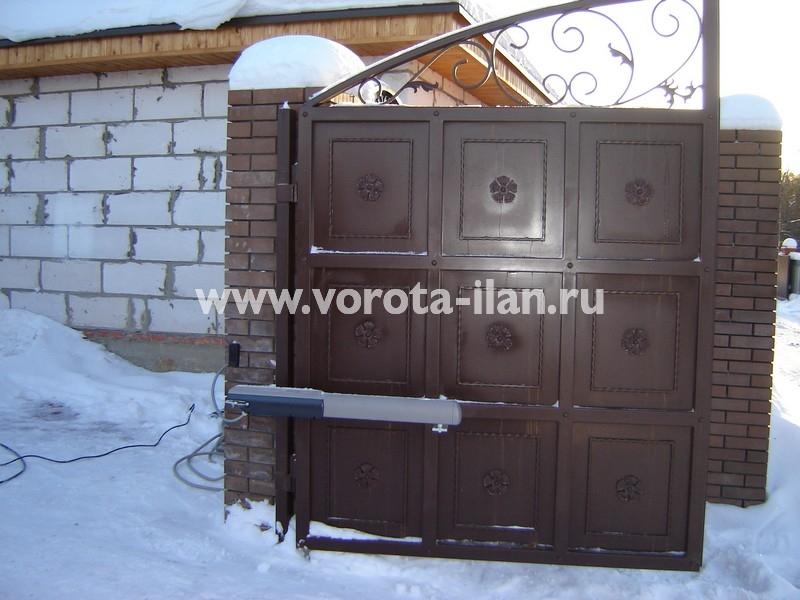 Ворота распашные тёмно-коричневые с декоративной отделкой_фото 10