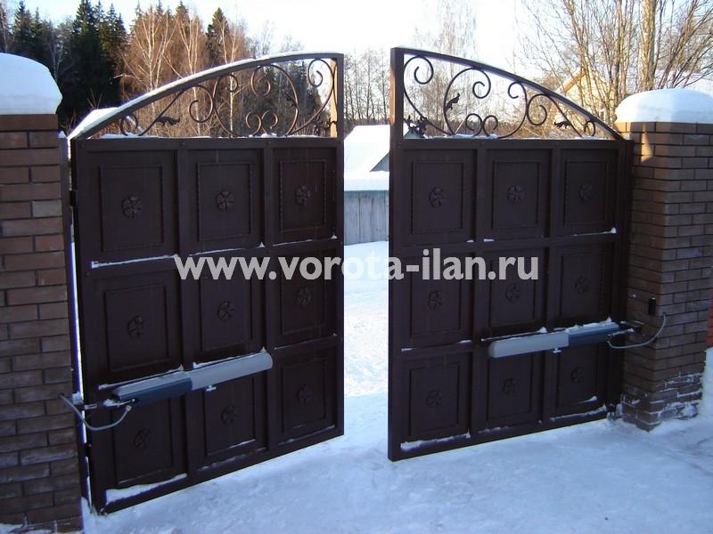 Ворота распашные тёмно-коричневые с декоративной отделкой_фото 9