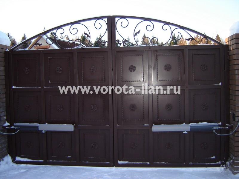 Ворота распашные тёмно-коричневые с декоративной отделкой_фото 7