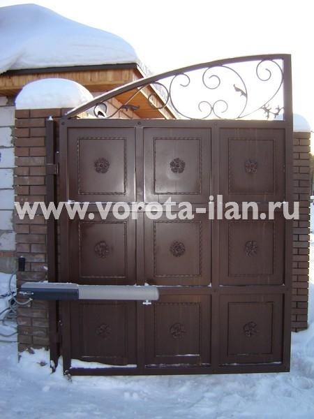 Ворота распашные тёмно-коричневые с декоративной отделкой_фото 5