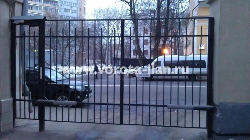 Ворота распашные с калиткой_московский двор_фото 7