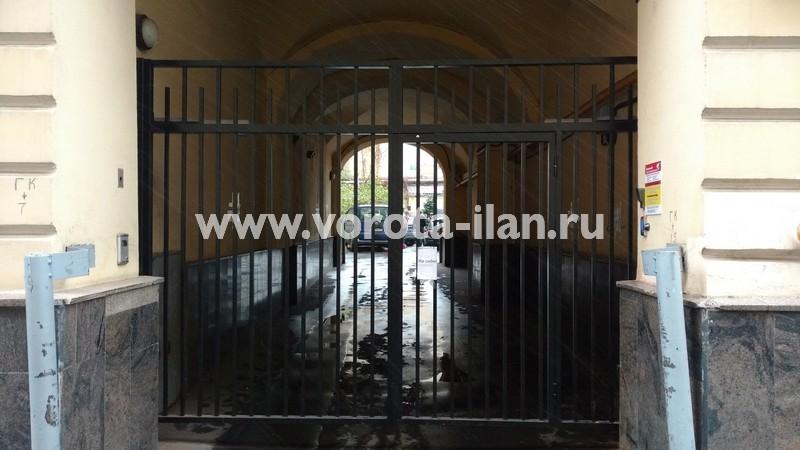 Ворота распашные с калиткой_московский двор_фото 4