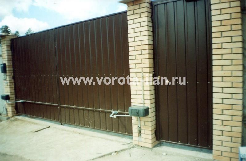 Ворота распашные коричневые_фото 2