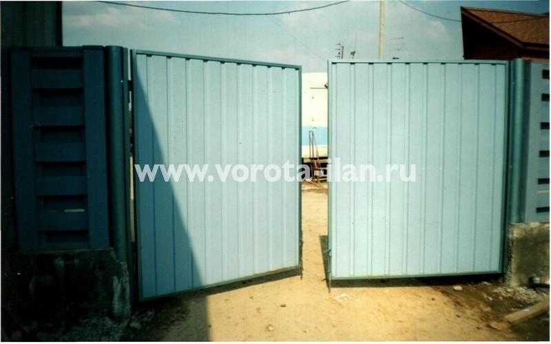 Ворота распашные_голубые_фото 2