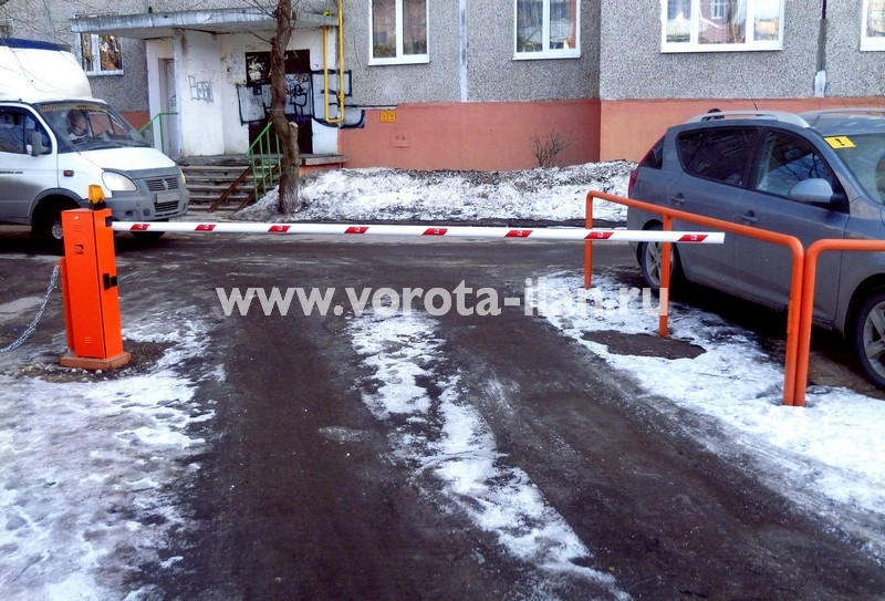 Москва_шлагбаум подъёмный во дворе_фото 6