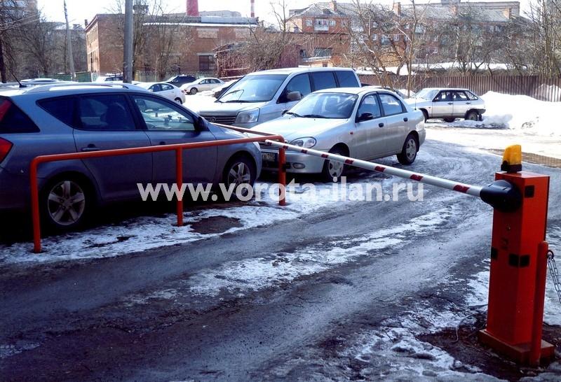 Москва_шлагбаум подъёмный во дворе_фото 5