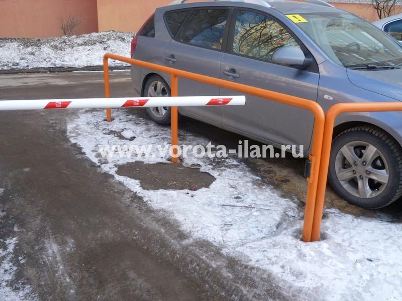 Москва_шлагбаум подъёмный во дворе_фото 3