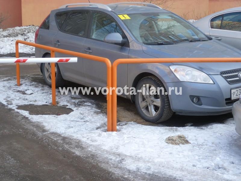 Москва_шлагбаум подъёмный во дворе_фото 1
