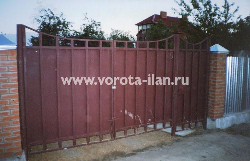 Распашные ворота с фигурным верхом