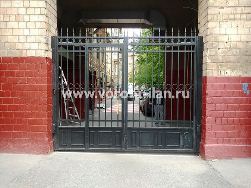 Москва, Ленинский проспект, д. 61, распашные ворота (вид снаружи)