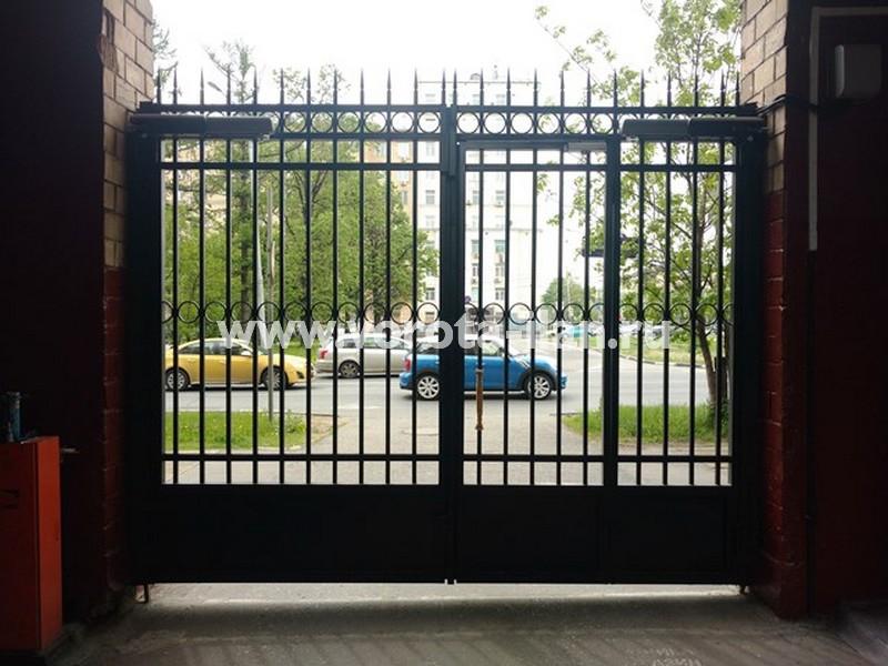 Москва, Ленинский проспект, д. 61, распашные ворота (вид изнутри)
