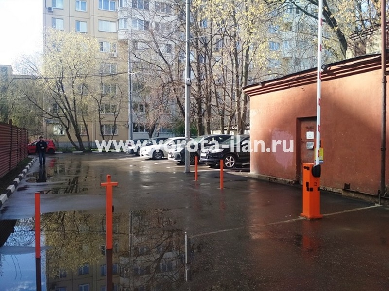 Москва_ул Тайнинская д 7_шлагбаум подъёмный с антивандальным замком и УДП_фото 3