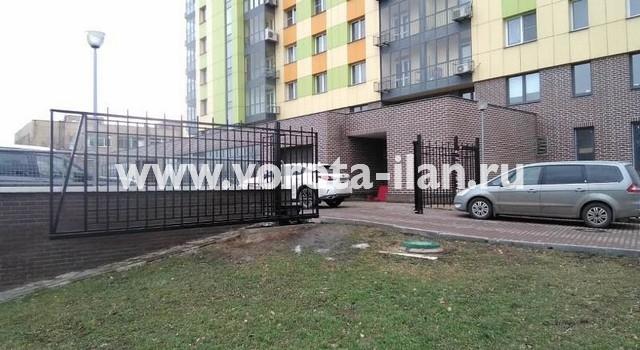 Москва_Большая Калитниковская 42а_ворота откатные с калиткой и секционным забором_1