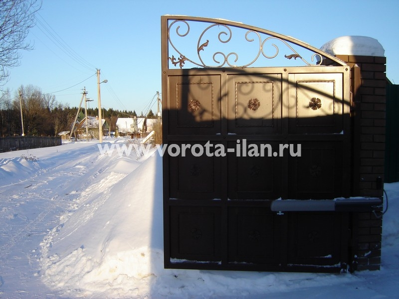 Ворота распашные тёмно-коричневые с декоративной отделкой_фото 6