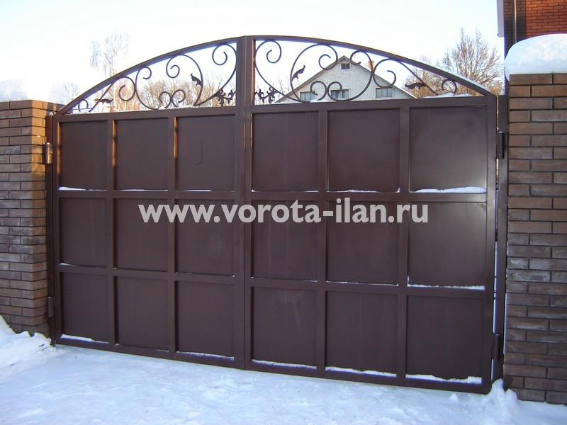 Ворота распашные тёмно-коричневые с декоративной отделкой_фото 4
