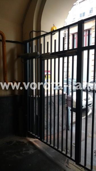 Ворота распашные с калиткой_московский двор_фото 5