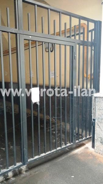 Ворота распашные с калиткой_московский двор_фото 3