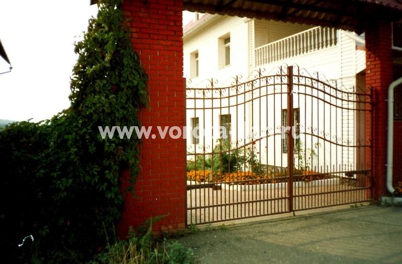 Ворота распашные декоративные фигурные коричневые