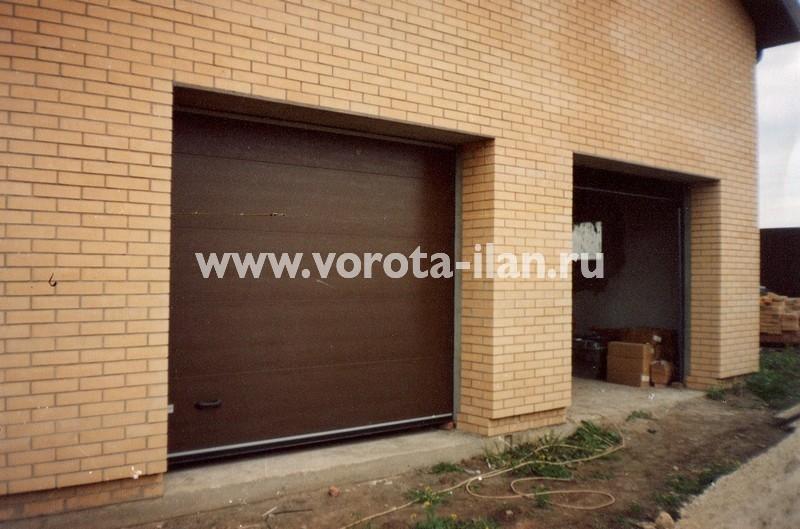 Ворота секционные гаражные_двойные светлый кирпич_фото 1